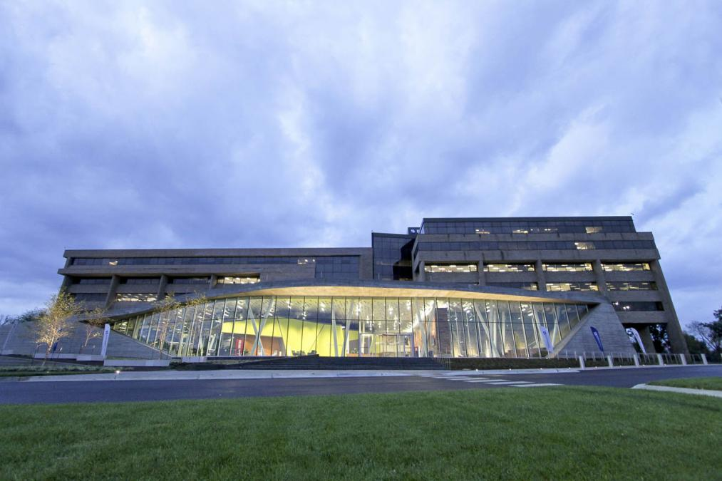 Black & Veatch Headquarters Renovations and Addition | JE ...