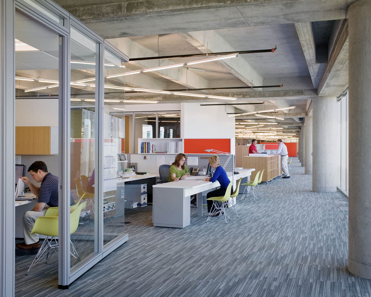 Je dunn construction company corporate headquarters je for It company office design