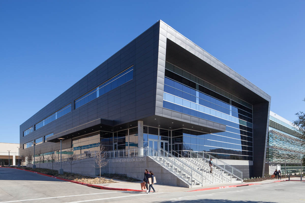 This image shows the outside building of the UTD student center